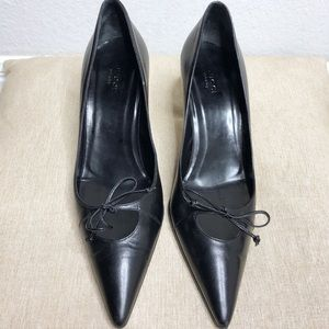 Gucci Classic Black Pointy Toe Bow Heels Shoes 8.5